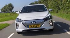 Hyundai aggiorna l'elettrica Ioniq. Rivista nel look, l'autonomia sale a 311 km