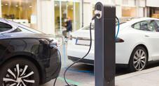 Auto, più che dimezzati in sei giorni i fondi ecobonus, rimangono solo 21 milioni di euro. Attesi nuovi stanziamenti in dl agosto
