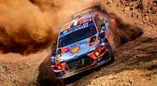 """Rally di Turchia nella """"polvere"""": l'extraterrestre Loeb precede il compagno Neuville e Ogier (Toyota)"""