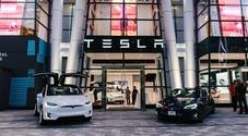 Tesla prepara maxi aumento di capitale da 2 mld di dollari. Titolo in altalena