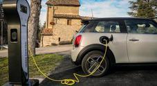 Mini elettrica, debutta in Italia la Cooper SE. Piacere di guida sempre al top e un'autonomia di 270 km