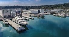 """Super Yacht Yard di Ancona: alla scoperta del mega cantiere Ferretti dove nascono le """"navi su misura"""" per la nautica di lusso"""