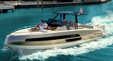 Invictus guarda all'America e lancia la versione fuoribordo del GT 370S, ammiraglia made in Calabria che vola a 50 nodi