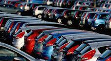 Mercato auto, calo vendite più contenuto: -11% a luglio. Da inizio anno mezzo milione di immatricolazioni in meno