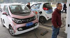 """Cina: ora anche le auto ibride a benzina considerate """"green"""". Dal 2021 ok quota maggiore per produrre meno elettriche"""