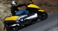 TMax, nel 2001 l'intuizione geniale di Yamaha. Il maxiscooter con tecnica e prestazioni da moto vera