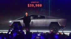 Tesla Cybertruck, dopo la figuraccia aperti i pre-ordini. In Usa basta caparra di 100 dollari, consegne a fine 2022