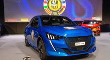 208 è Auto dell'Anno 2020. La compatta Peugeot vince il premio europeo più prestigioso, sul podio Model 3 e Taycan