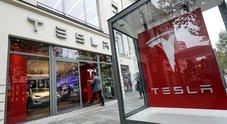Tesla vola a Wall Street, titolo sale del 20%. Spinge revisione al rialzo prezzo riferimento da parte analisti