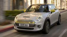 Mini elettrica, debutta la Cooper SE: da Oxford ad emissioni zero per pulire le città con colore