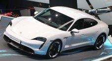 Taycan, brivido elettrico. Porsche svela la sua coupè 4 porte, primo gioiello a batterie