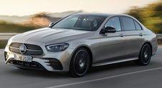 """Mercedes Classe E, evolve ancora il """"cuore della Stella"""": più efficiente, tecnologica e confortevole"""