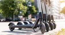 Monopattini e biciclette condivise, la mobilità sharing vince in città. Ci sono 86 servizi in Italia con 65mila veicoli
