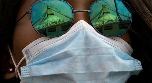 Mal di testa, mascherine e distanziamento sociale peggiorano la cefalea