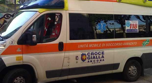 Ancona, si accascia nei bagni: uomo di 35 anni salvato in extremis dall'overdose