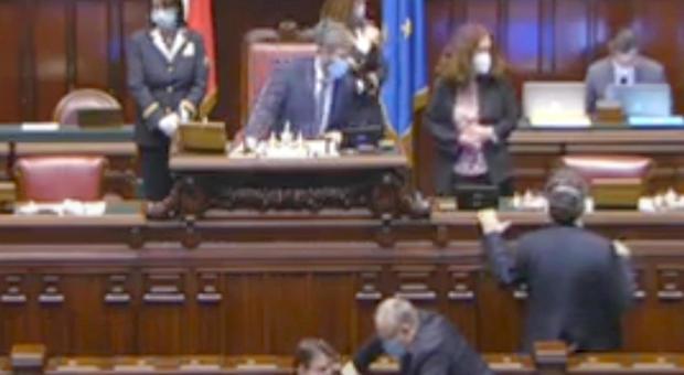 Sanità lombarda, rissa M5S-Lega in Parlamento. Salvini chiama Mattarella
