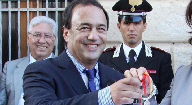 «Il sindaco di Riace Domenico Lucano organizzava nozze di convenienza tra riacesi e straniere»
