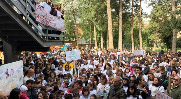 La scuola Girolami ancora chiusa dopo mesi: «Sono seicento i bambini trasferiti altrove»