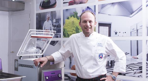Lo chef formiano Gianluca Scolastra
