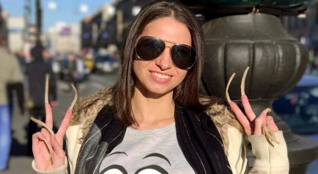 Youtuber russa non si taglia le unghie da 4 anni: nuovo Guinness World Records