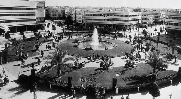 Dizengoff Circle, del 1939 (foto di Itzhak Kalter)
