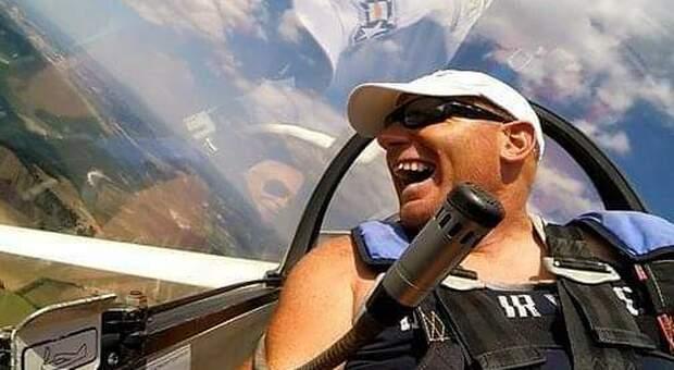 Iwan campione in carrozzina: «Quando volo con l'aliante mi sento come tutti gli altri»