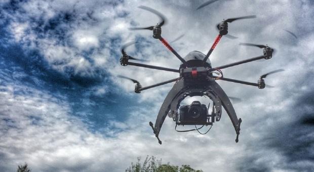 Azzano. Droni in volo su città e campagne a caccia di amianto
