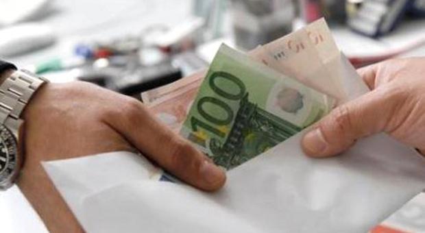 Banda dei vigili urbani ricatta i ristoratori di Roma: «Dammi i soldi o ti multo»
