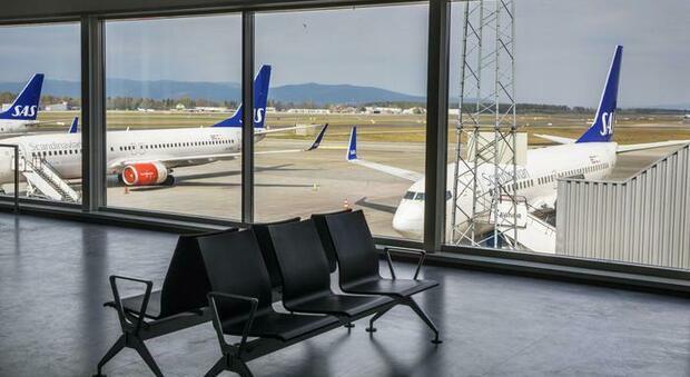 Coronavirus, l'aereo atterra con un minuto di ritardo: 158 passeggeri in quarantena