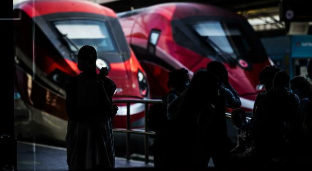 Treni, aerei, bus e metro: stretta in arrivo, ma è lite. Frecciarossa per il Sud esauriti