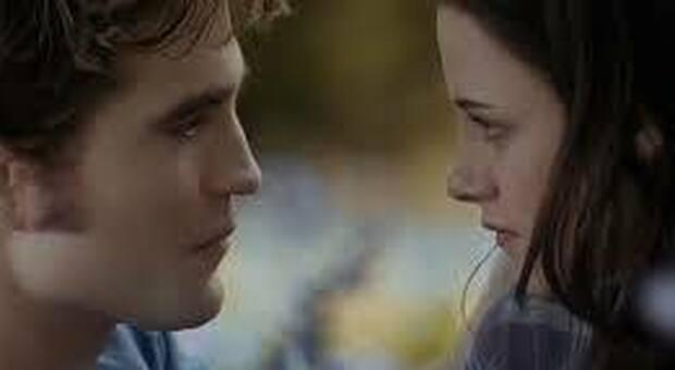 """Il nuovo """"Twilight"""" è un vampiro fragile:  uscito negli Usa """"Midnight Sun"""", quinto capitolo della saga"""