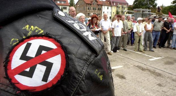 Nazismo in Germania, la città di Dresda proclama lo «stato d'emergenza»