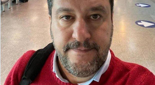 Coronavirus, positivo un poliziotto della scorta di Salvini. M5S: «Leader Lega si metta in auto-isolamento»