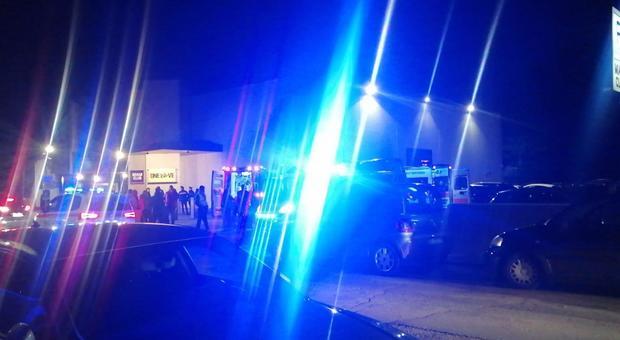 Le ambulanze all'esterno della discoteca
