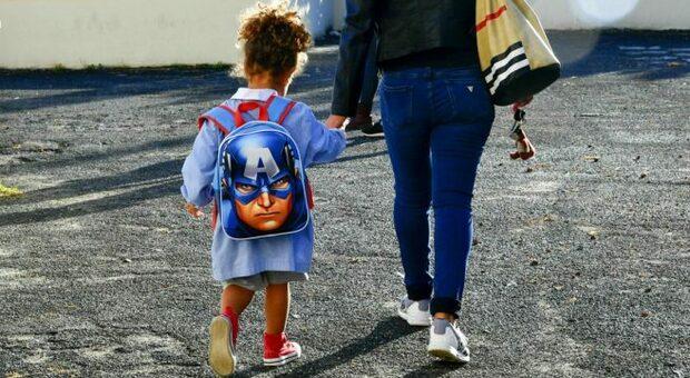 Scuola, mamma denuncia: «Che triste la materna di Zagarolo senza nemmeno un giocattolo. E al liceo formiche e calabroni in classe»