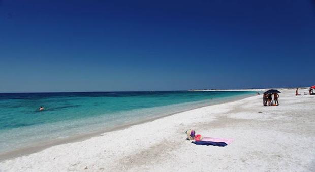 Coronavirus e turismo, la Sardegna riparte: «Di nuovo al mare in piena sicurezza con nuove regole di accoglienza»