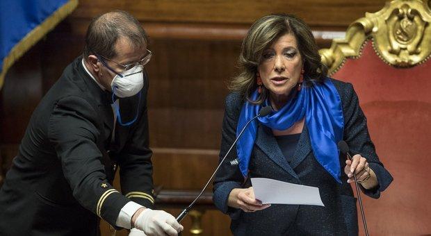 Decreto Regionali, il Senato rivota la fiducia dopo il pasticcio di ieri: ma è subito bagarre