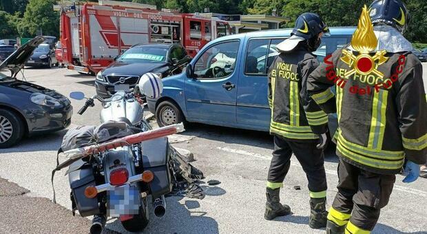 Incidente in moto sull'Alemagna all'altezza di Faè: due persone feriti