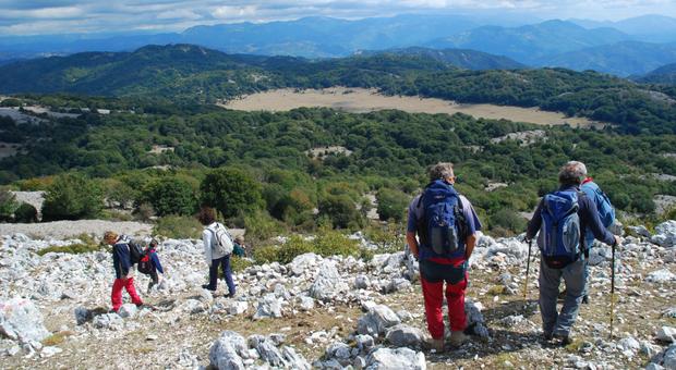 Escursionisti sul Monte Gennaro, 1271 metri
