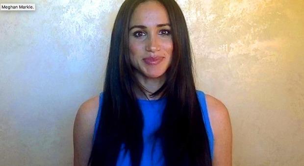 Meghan Markle alle ragazze: «Alzate la voce, mettete a disagio i potenti. Il mondo ha bisogno di voi»