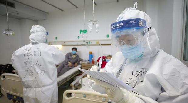Coronavirus, Niccolò torna a casa: la Cina autorizza il decollo dell'aero con il 17enne