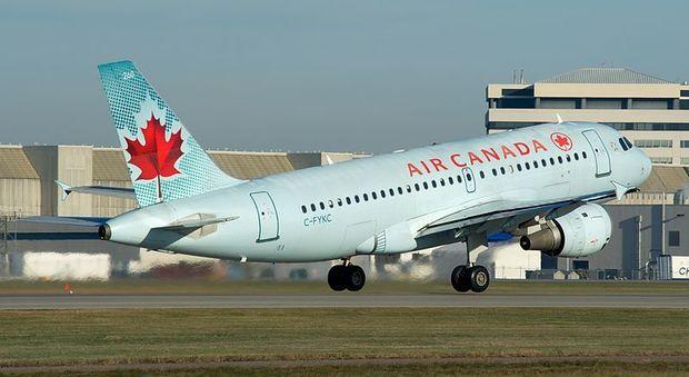 """Air Canada, lo staff dirà """"Everybody"""" invece che """"Ladies and Gentlemen"""" per rispetto della fluidità di genere"""