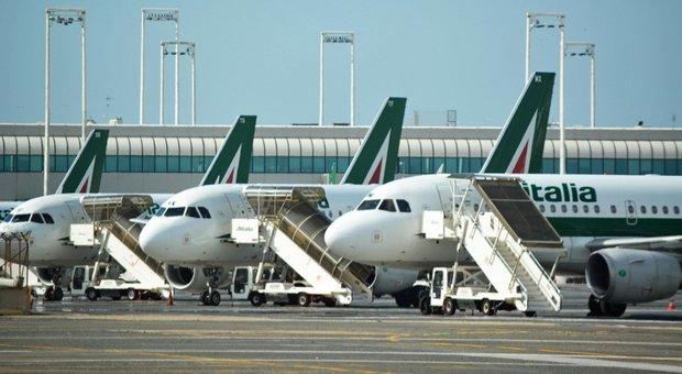 Alitalia, nuova newco divisa in due e con 92 aerei. Ad aprile -97%, possibili circa duemila esuberi