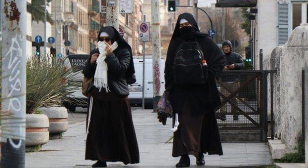 Papa Francesco in allarme per i contagi nei conventi: due strutture già in quarantena