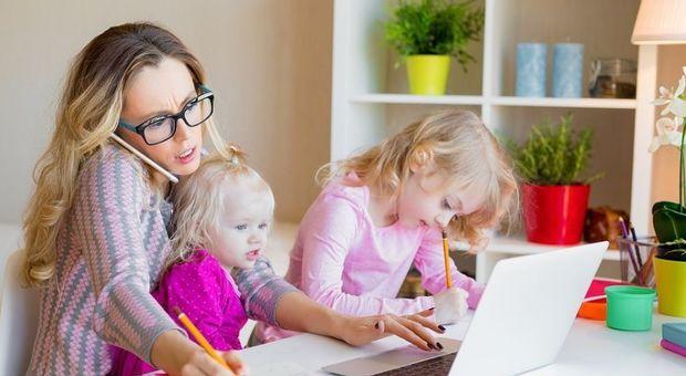 Per un italiano su 5 le donne dovrebbero restare a casa e prendersi cura degli figli
