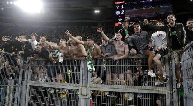 Lazio, 12 ultras arrestati: cercavano il contatto con i tifosi del Celtic. Ferito un poliziotto