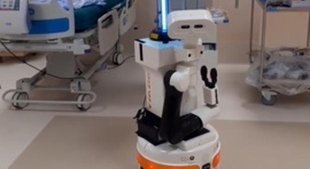 Il robot in funzione nell'ospedale di Rimini