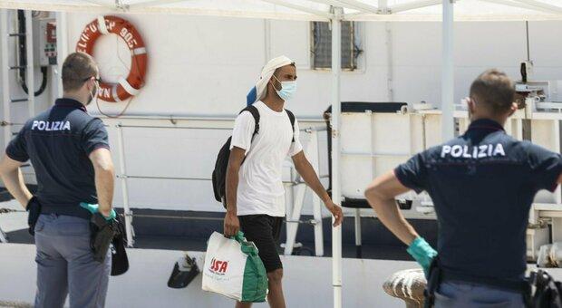 Coronavirus, 64 migranti positivi a Pozzallo. L'assessore: «La Sicilia non lo merita»