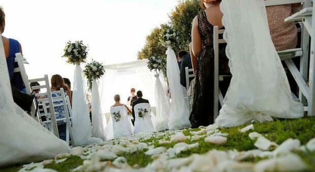 Sposa investita dalla fiammata del flambè: choc al matrimonio, ricoverata al grandi ustioni di Palermo