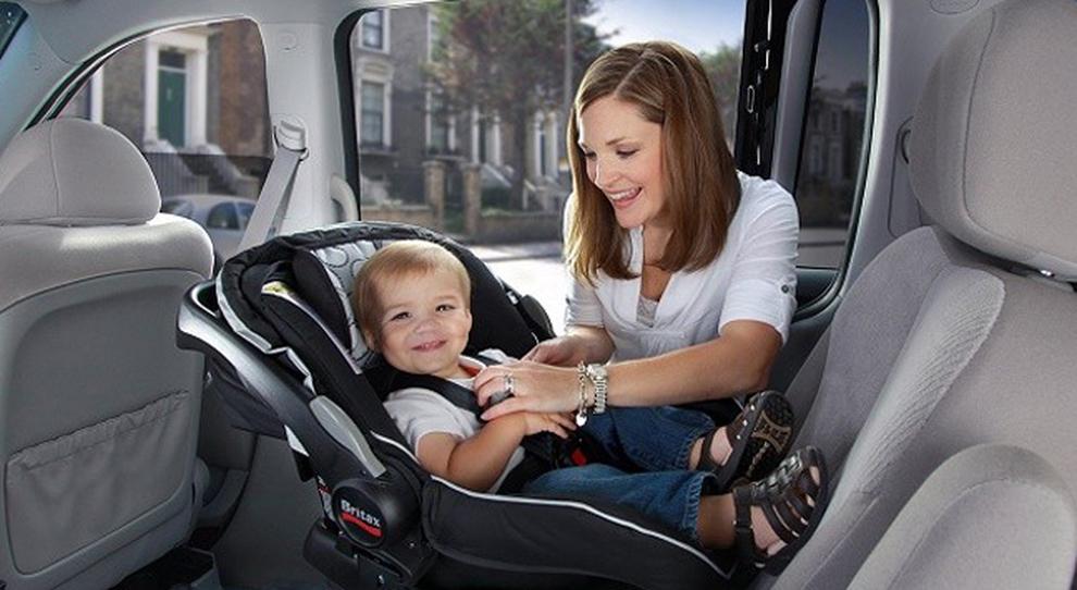 Bambini dimenticati in auto, Hyundai lancia di serie sistema con allerta tramite sensori e smartphone